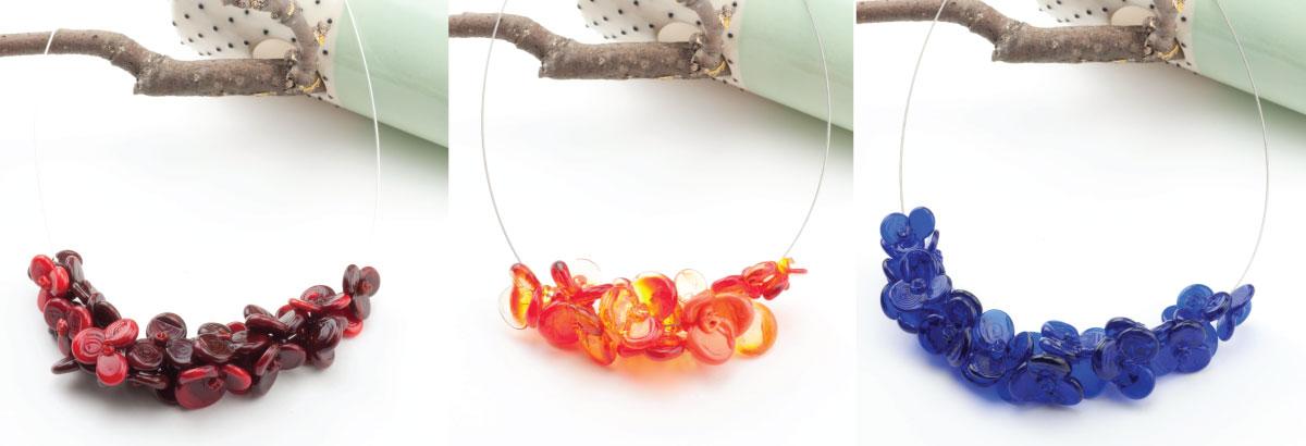 Bijoux en verre : Colliers guirlande de fleurs en verre filé à paris